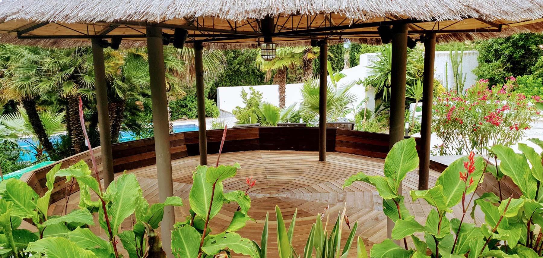 Tropical secluded garden at la Casa Dorada